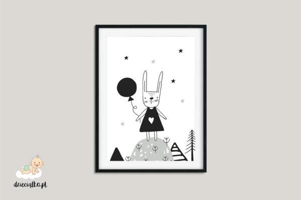 królik z balonem na szczycie wzgórza – plakat dla dzieci