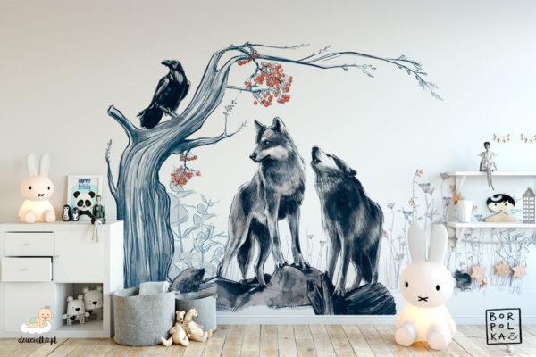 para szarych wilków przy drzewie z czarnym krukiem na gałęzi – fototapeta dla dzieci