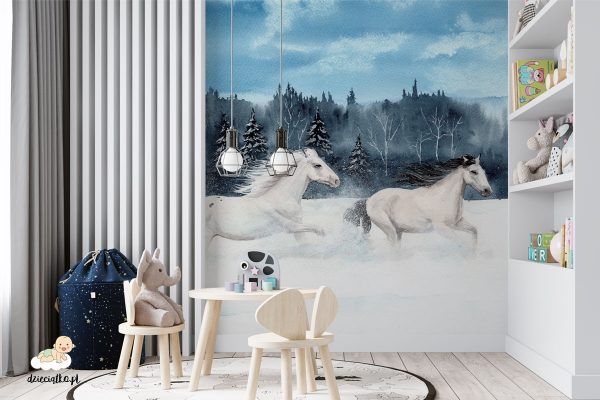 galopujące konie w śnieżnej scenerii - fototapeta dla dzieci